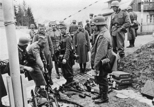 Bundesarchiv_Bild_146-1975-036-24,_Jugoslawien,_serbische_Gefangene