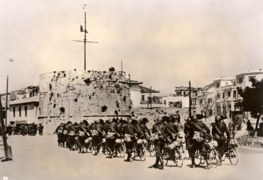 Durazzo,_Albania,_April_1939,_Italian_soldiers_entering_the_city